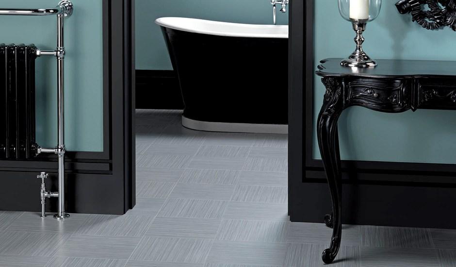 design-flooring-linear-graphite-in-a-bathroom